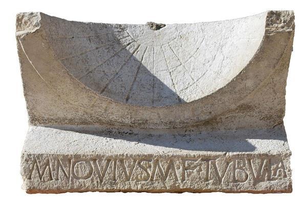 2000 साल पुरानी रोमन सूर्य घड़ी  मिली