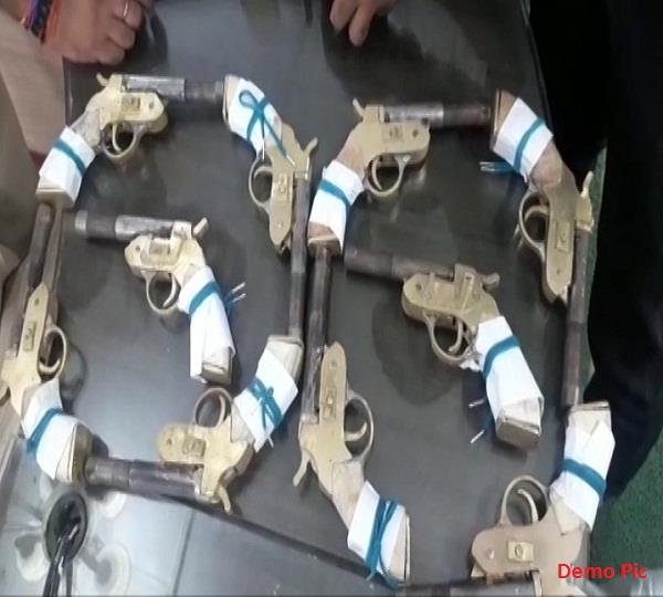हथियार तस्करों को पकडऩे के लिए बनारस के घाटों पर पुलिस की छापेमारी
