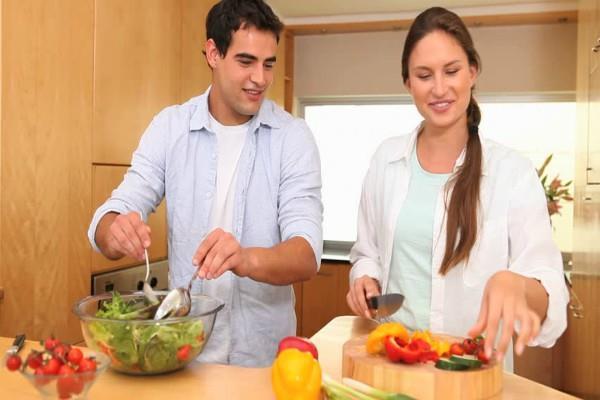 इस दिशा में मुंह कर खाना बनाने से परिवार रहेगा healthy-wealthy