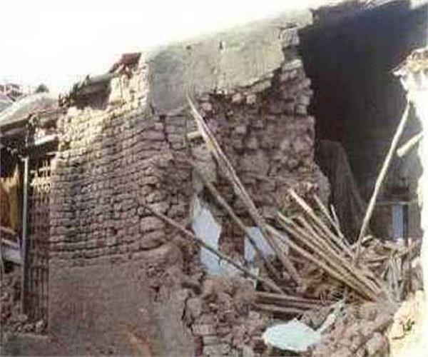 दर्दनाक हादसाः दीवार गिरने से मलबे में दबे मासूम, 3 की मौत