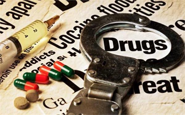 नशीले पदार्थों के धंधेबाज गिरफ्तार