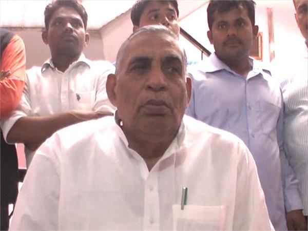 निकाय चुनावः जौनपुर में पूर्व कैबिनेट मंत्री पारस नाथ यादव समेत पूरे परिवार का नाम लिस्ट से गायब