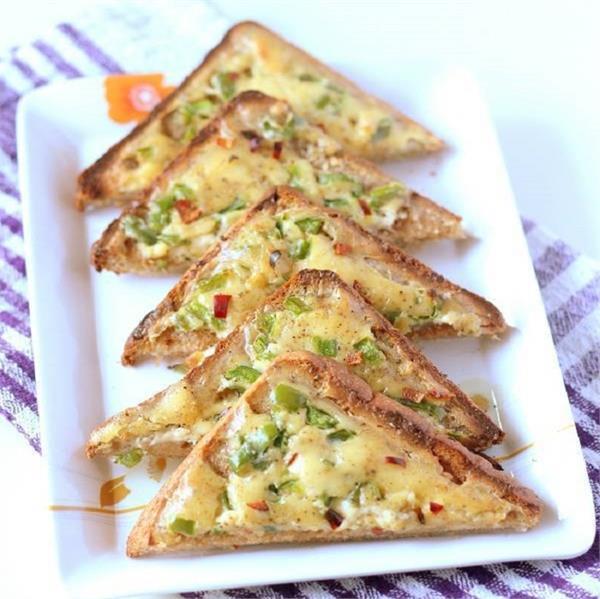 नाश्ते में बनाकर खाएं टेस्टी-टेस्टी Cheese Garlic Toast