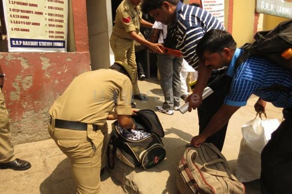 जम्मू कश्मीर पुलिस ने जारी की जरूरी सूचना, कुछ संदिग्ध दिखे तो फौरन रिपोर्ट करें