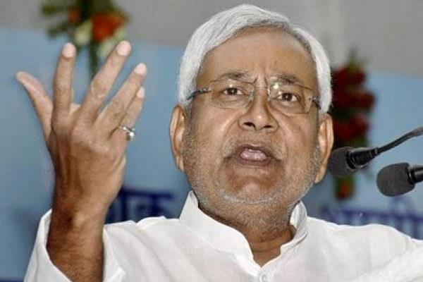 लालू की सुरक्षा कम होने पर राजनीति गरमाई, CM ने ट्वीट कर कसा तंज