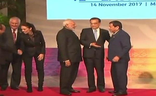 आसियान सम्मेलन में मोदी ने चीन के मुख्याधिकारी से की बात
