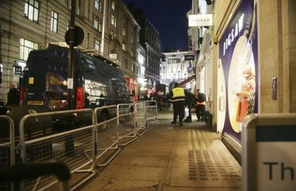 पुलिस का ऑक्सफोर्ड सर्कस स्टेशन पर हमले से इंकार