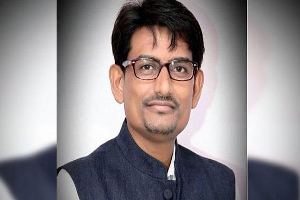 गुजरात में लोगों का नहीं केवल सड़कों का विकास: अल्पेश ठाकोर