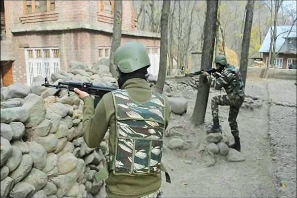 श्रीनगर के कुलगाम में सुरक्षाबलों और आतंकियों के बीच मुठभेड़ शुरू