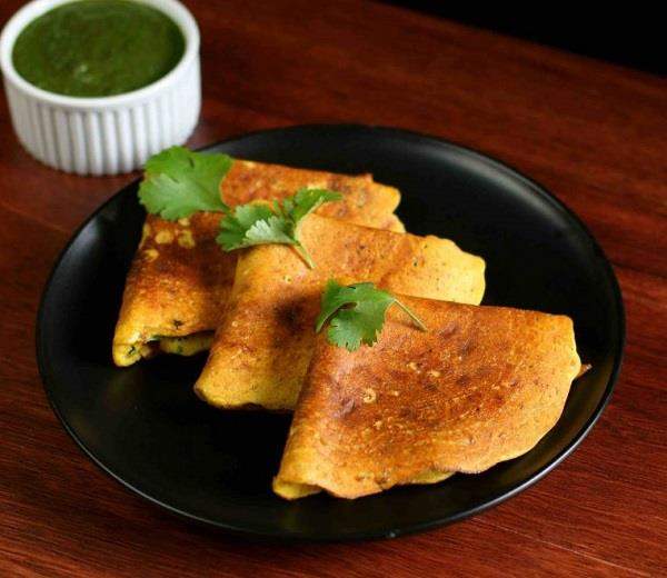 ब्रेकफास्ट में बनाएं सिंपल और आसान Besan chilla