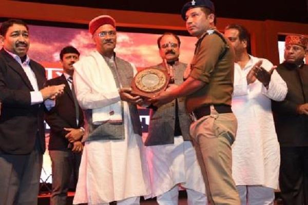 पुलिस वीरता सम्मान समारोह में पहुंचे CM, जवानों को किया सम्मानित