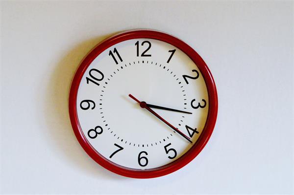 क्या आप भी घर में Clock लगाते समय नहीं रखतें है इन बातों का ध्यान