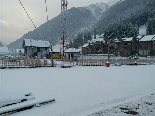 कश्मीर में हुई बर्फबारी, सर्द मौसम की शुरूआत