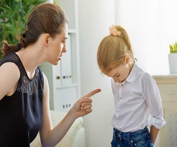बच्चा बिगड़ रहा है तो इन तरीकों से करें हैंडल