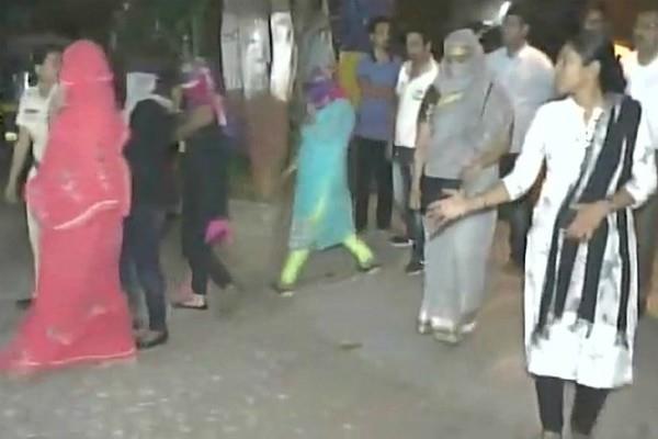मुंबई पुलिस ने किया सेक्स रैकेट का पर्दाफाश, 3 महिलाओं सहित दो आरोपी गिरफ्तार