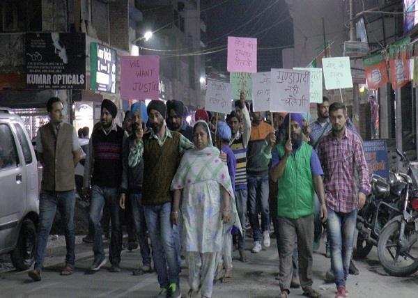 मारपीट-कुकर्म मामलाः पीड़ित रिक्शा चालक को इंसाफ दिलाने के लिए सड़कों पर उतरे लोग