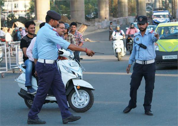 कटड़ा पुलिस ने अवैध पार्किंग पर कसा शिकंजा, वाहन किए सीज