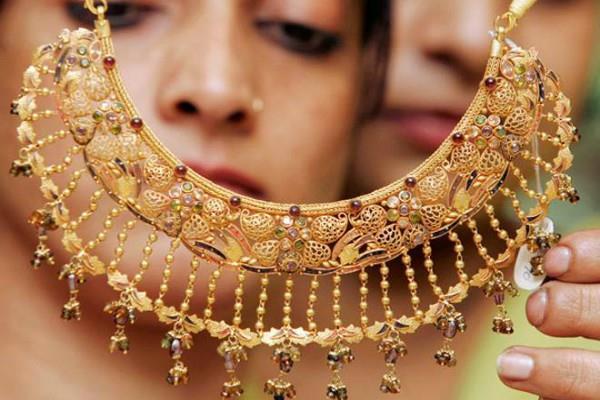 सोना डेढ़ सप्ताह के उच्चतम स्तर पर, 10 ग्राम की खरीद पर देने होंगे ज्यादा दाम
