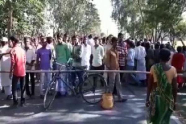 सड़क हादसाः अनियंत्रित बोलेरो ने ली तीन युवकों की जान