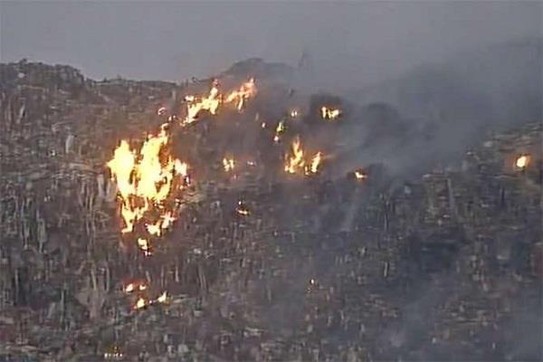 देहरादून के ट्रंचिंग ग्राउंड में फैली आग