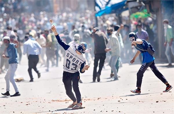 कश्मीर में पथराव की घटनाओं में 2017 में 90 फीसदी कमी : डीजीपी