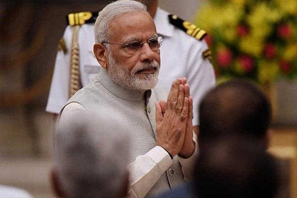 संसद से पद्मावती तक आखिर क्यों खामोश हैं PM मोदी, जानिए वजह?
