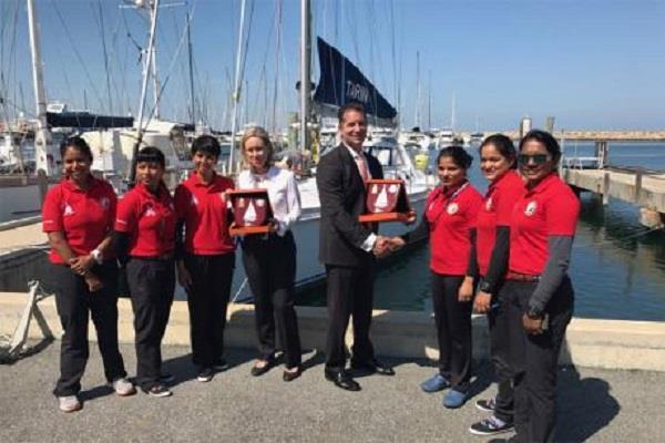 चुनौतीपूर्ण अभियान पर निकलीं भारतीय नौसेना की महिला क्रू सदस्य ऑस्ट्रेलिया से रवाना
