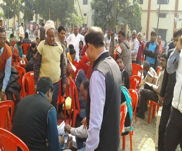 UP निकाय चुनावः दूसरे चरण के लिए मतदान के लिए पोलिंग पार्टियों की रवानगी शुरू