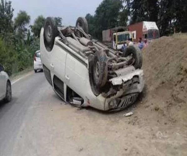 भीषण हादसाः अलीगढ़ में कार पलटने से 2 की मौत, 3 घायल