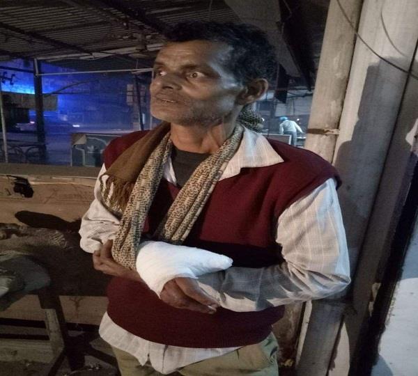 गरीब रेहड़ी वाले 'शाह' को चाकू की नोक पर लूटा