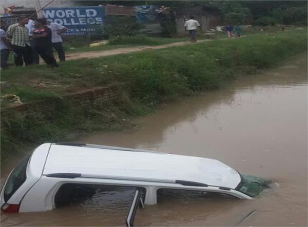 गंग कैनाल में गिरी कार, महिला की मौत