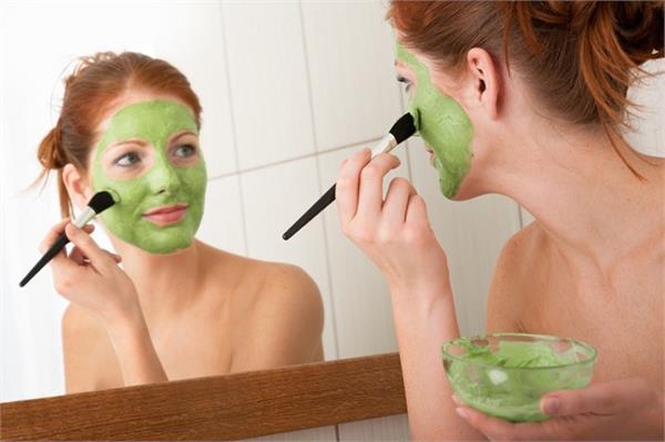चेहरे की कई समस्याओं को दूर करते है धनिया से बने Face Pack