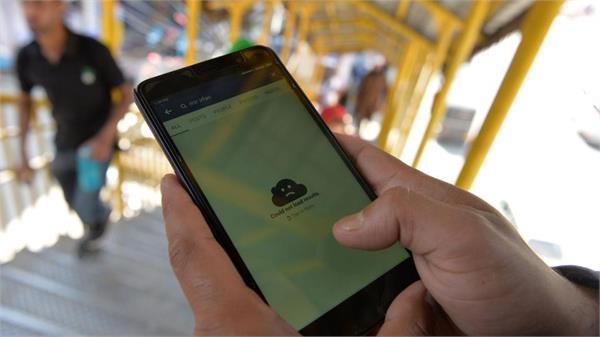 कश्मीर में इंटरनेट बैन से परेशान छात्र , प्रशासन के खिलाफ जताया रोष