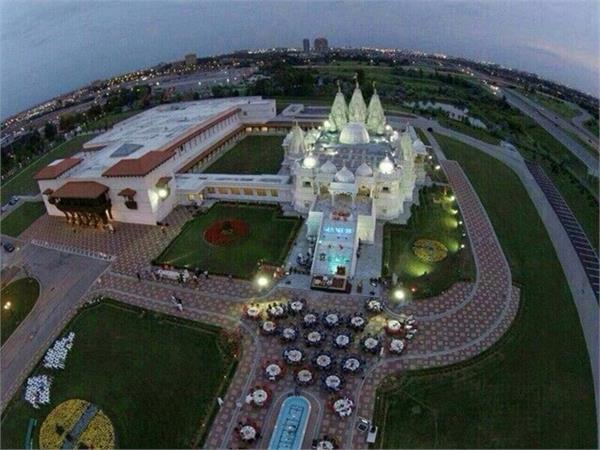विदेश में बने सबसे बड़े मंदिर की भारत में की गई है नक्काशी