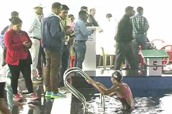 स्वीमिंग प्रतियोगिता में 400 तैराकों ने लिया भाग, झज्जर के वीर ने जीते 2 गोल्ड मैडल