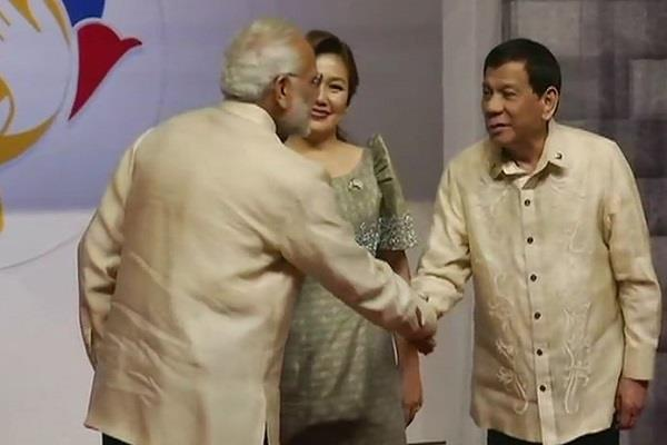 ASEAN Summit: PM मोदी ने फिलीपींस के राष्ट्रपति रोड्रिगो दुतेर्ते से की मुलाकात