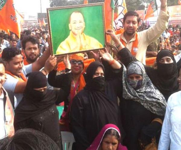 रैली में सिर चढ़ कर बोला योगी का क्रेज, बड़ी संख्या में शामिल हुई मुस्लिम महिलाएं