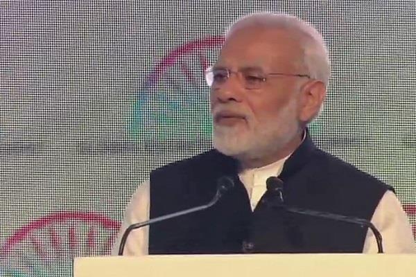 सशक्तिकरण को लेकर बोले PM मोदी- भारतीय महिलाएं कई क्षेत्रों में बढ़ रह हैं आगे