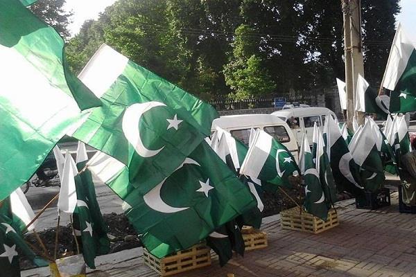 MP: तीन मंदिरों में लगाए गए कथित तौर पर पाकिस्तानी झंडे, पहले भी हो चुकी है एेसी घटना