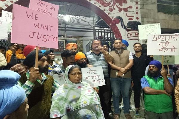 पीड़ित रिक्शा चालक से कुकर्म करने वालों पर कड़ी कार्रवाई की मांग