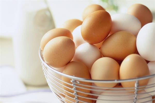 बिना पकाएं खाएं अंडा, मिलेंगे कई फायदे