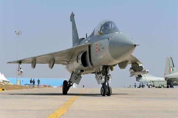 सिंगापुर के रक्षा मंत्री को भा गया स्वदेशी लड़ाकू विमान 'तेजस', कहा- 'शानदार'