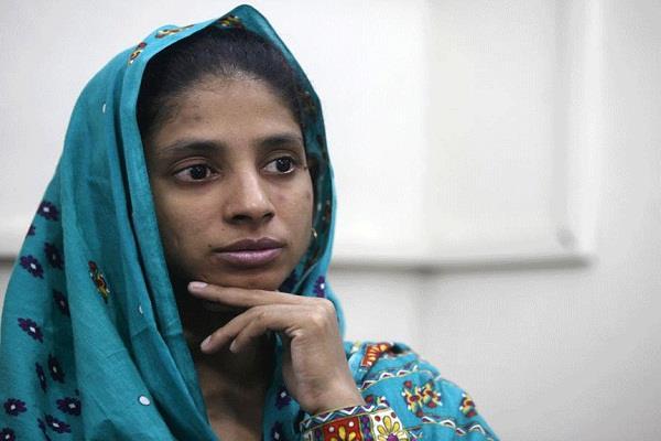 गीता के माता-पिता की गुत्थी और उलझी, दो नये परिवारों ने किया वल्दियत का दावा