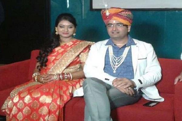 फरियादी लड़की से यूपी के IAS ने की शादी, सामने आया कुछ और सच