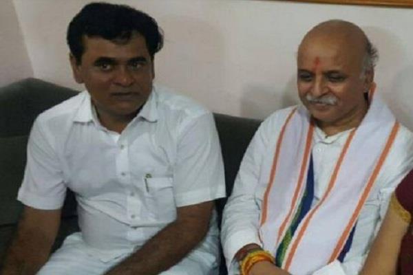 गुजरात विधानसभा चुनाव: अब कांग्रेस उम्मीदवार ने कहा, 'हिंदुस्तान में रहने वाले सभी लोग हिन्दू'