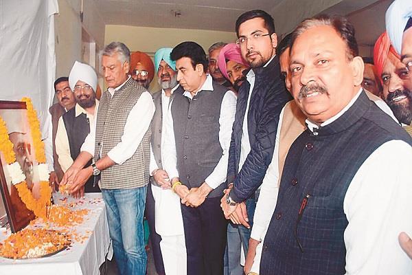 भाजपा ने गांधी व नेहरू के योगदान को आज तक नहीं समझा: जाखड़