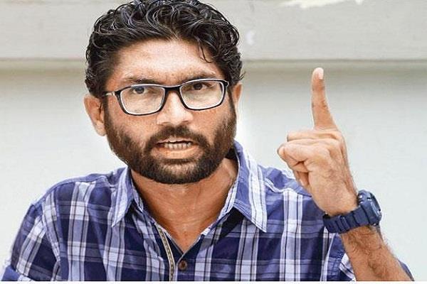 मेवाणी के काफिले के वाहन पर हमला, भाजपा पर लगाया आरोप