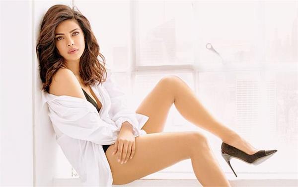 priyanka chopda is sexy girl in asia