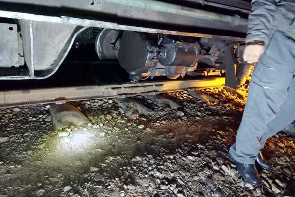 पपरोला से पठानकोट जा रही गाड़ी का ट्रैक से उतरा इंजन, बड़ा हादसा टला