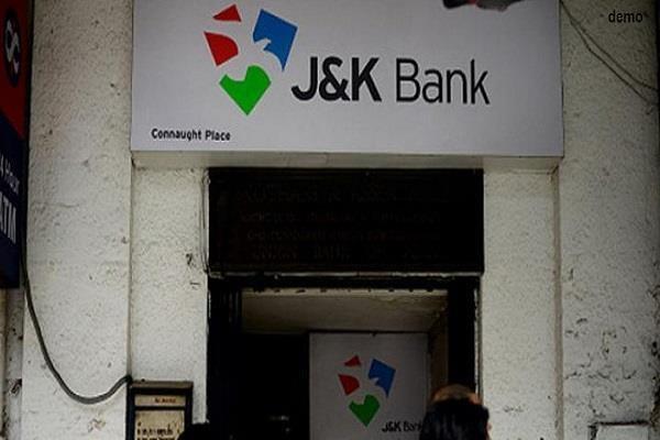 जम्मू-कश्मीर में आतंकवादियों द्वारा बैंकों पर हमलों का सिलसिला लगातार जारी